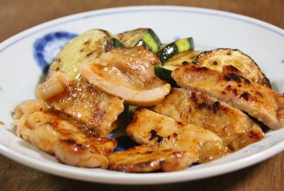 豚肉の味噌炒めはごはんと合います
